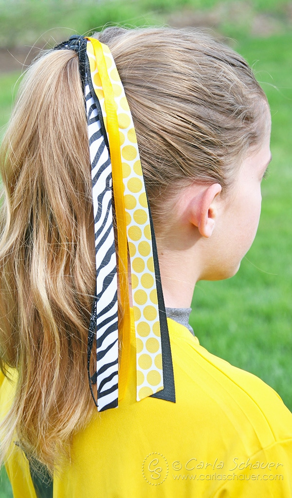 DIY pony-o streamer bows for fastpitch softball and other sports. Great, easy-to-follow tutorial. | Carla Schauer Designs