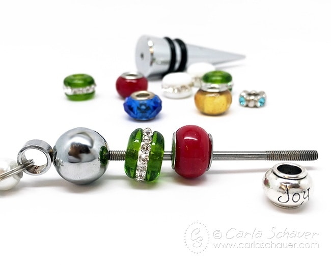 How to make a beaded wine bottle stopper. Easy 5 minute gift idea! From carlaschauer.com