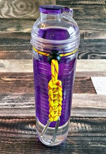 DIY Paracord Bottle Holder. Make for fastpitch moms and teams, or with team color paracord for other sports. Great gift for sports moms! | Carla Schauer Designs