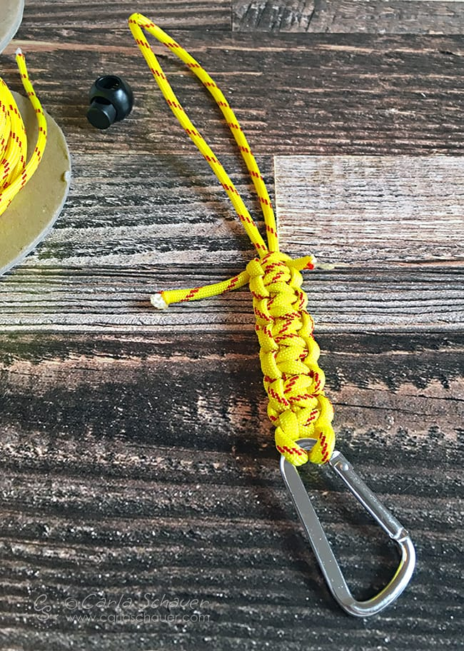 Make a Water bottle holder using paracord and cobra knots. | carlaschauer.com